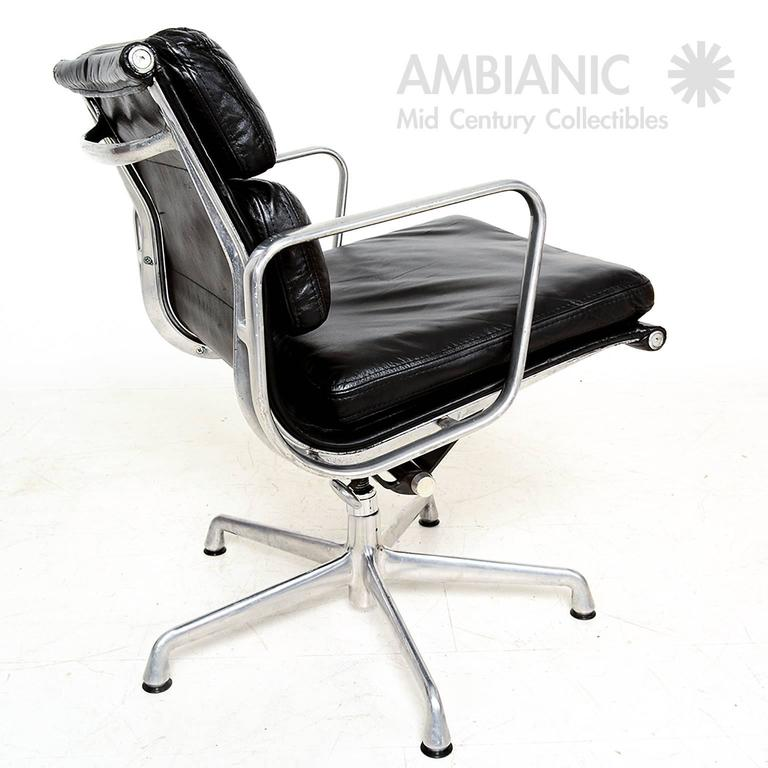 Mid century modern herman miller eames soft pad aluminum for Herman miller eames aluminum group management chair
