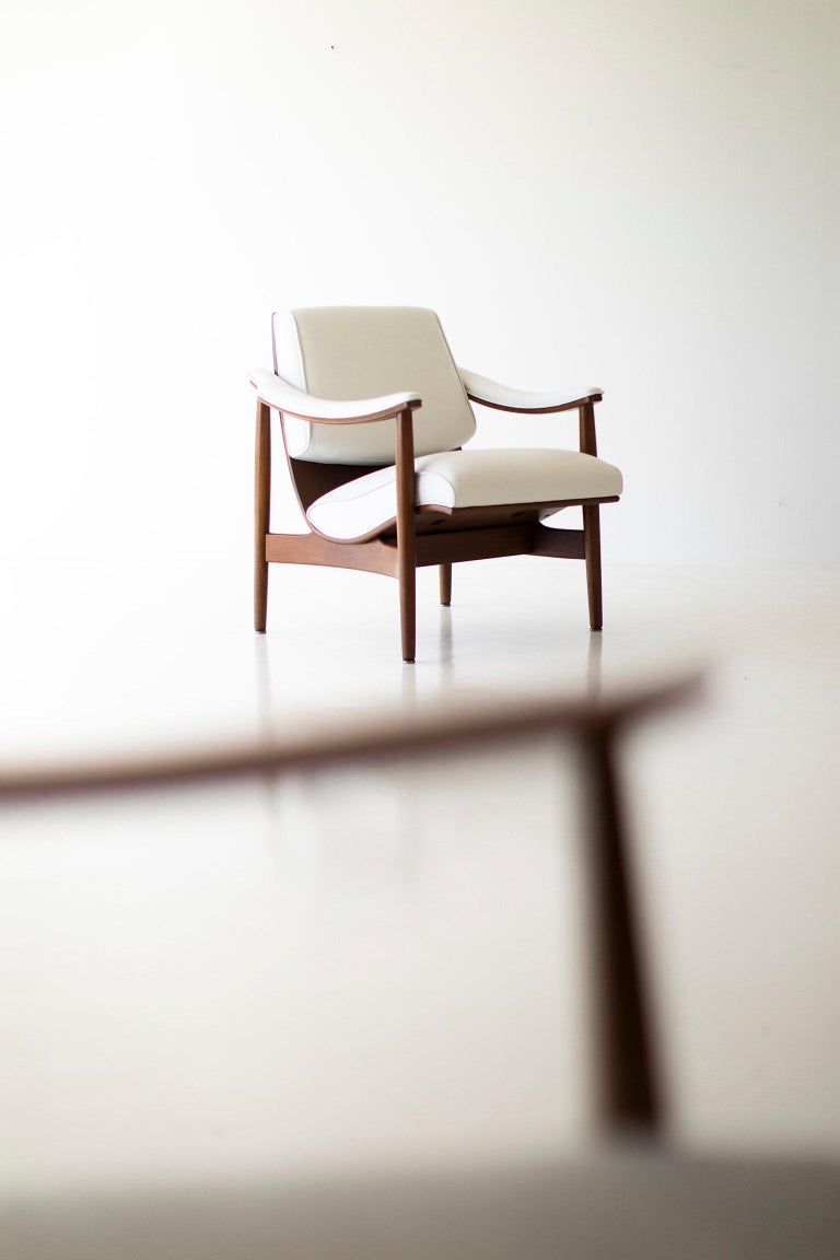 Modern Thonet Lounge Chairs In Excellent Condition For Sale In Oak Harbor, OH