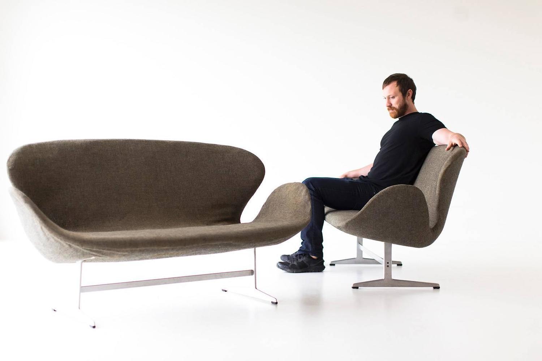 pair of arne jacobsen swan sofas for fritz hansen for sale at 1stdibs. Black Bedroom Furniture Sets. Home Design Ideas