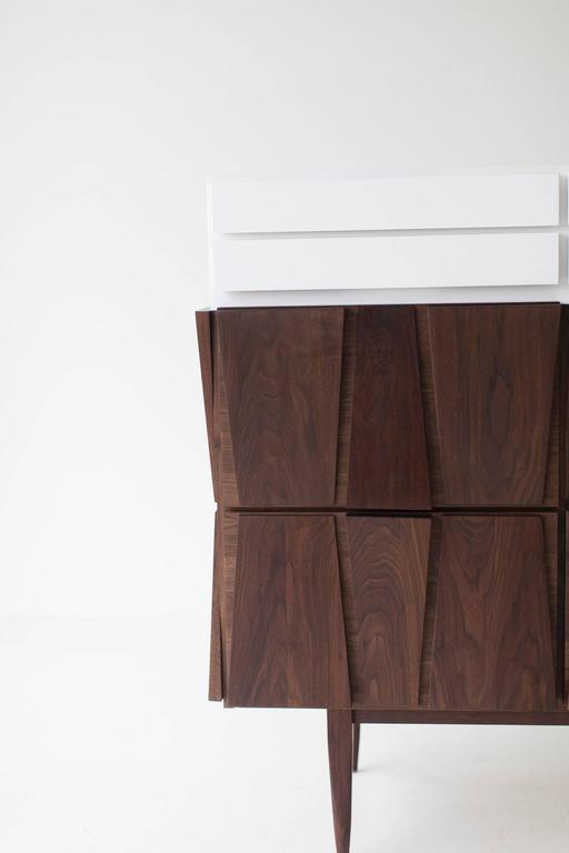 Modern Dresser - 1608 - Craft Associates® Furniture In Excellent Condition For Sale In Oak Harbor, OH