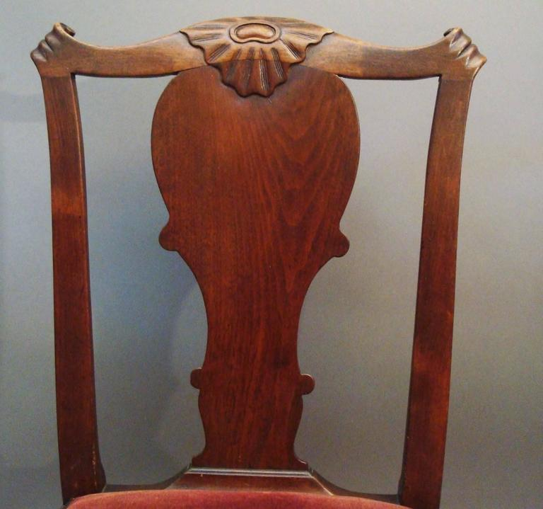 Mid-18th Century George II Pair of Irish Walnut Side Chairs For Sale