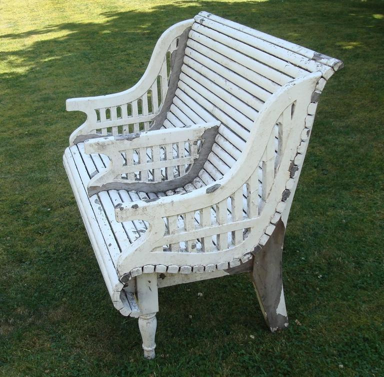 Early C20th Teak Garden Seat of Unusual Form In Good Condition For Sale In Moreton-in-Marsh, Gloucestershire