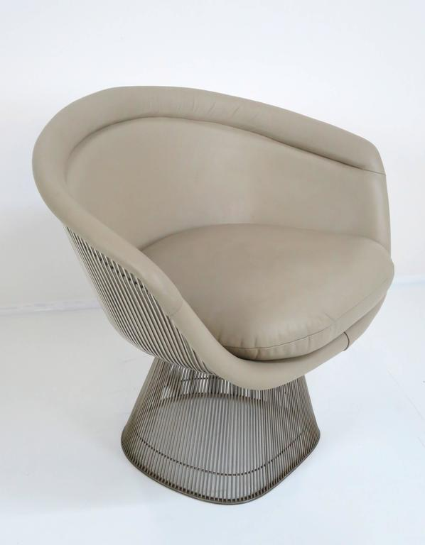Chrome frame lounge chair in neutral leather by Warren Platner for Knoll Inc, circa 1960s. Original plastic, non-skid trim on bottom of chair is in very nice condition.