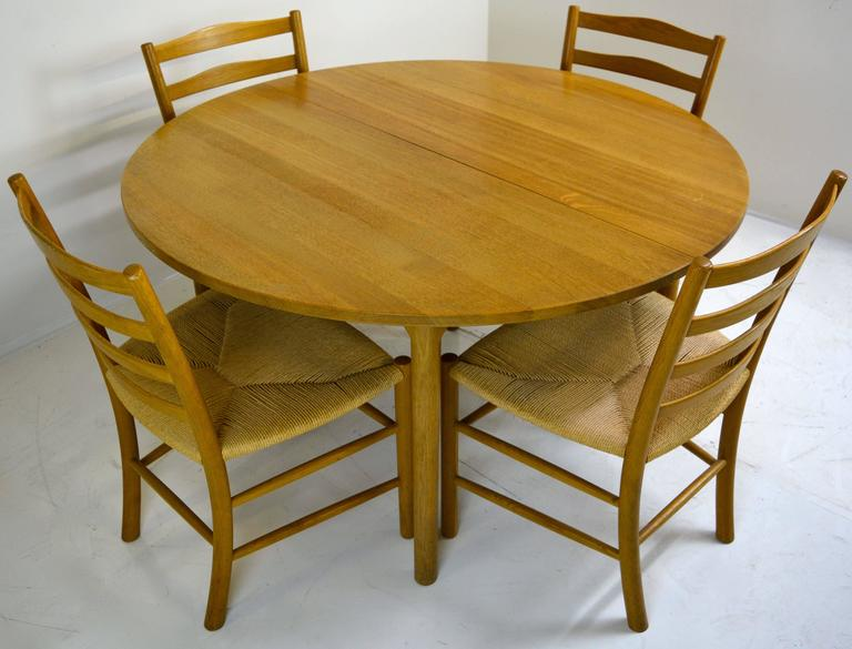 Hans Wegner for Ry Mobler, dining table in solid oak. Expandable from circle for four to a 90