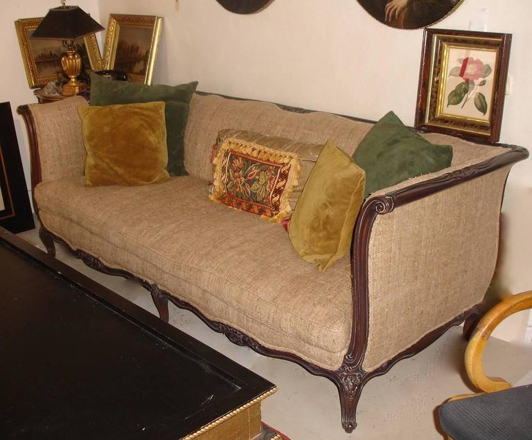 Ordinaire Carved Walnut Sofa Tussah Silk Upholstery With Provenance For Sale
