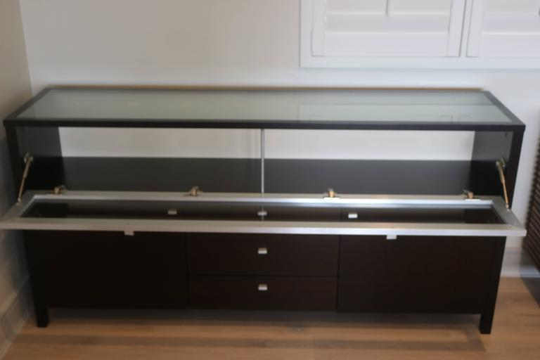 Cool modern glass top and front display cabinet buffet bar for Sideboard glasfront