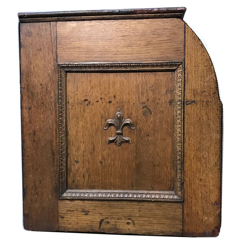 So much fun an arcade machine gift for those who have everything! Antique circa 1890s Art Nouveau period mills 'The Quartoscope' Stereoviewer Penny arcade machine, a rare coin op in original unrestored wood case, good working condition. A very