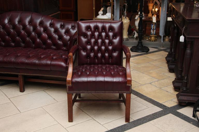 1980s Tufted Burgundy Chesterfield Leather Sofa and Chair Set with Hickory Wood 2