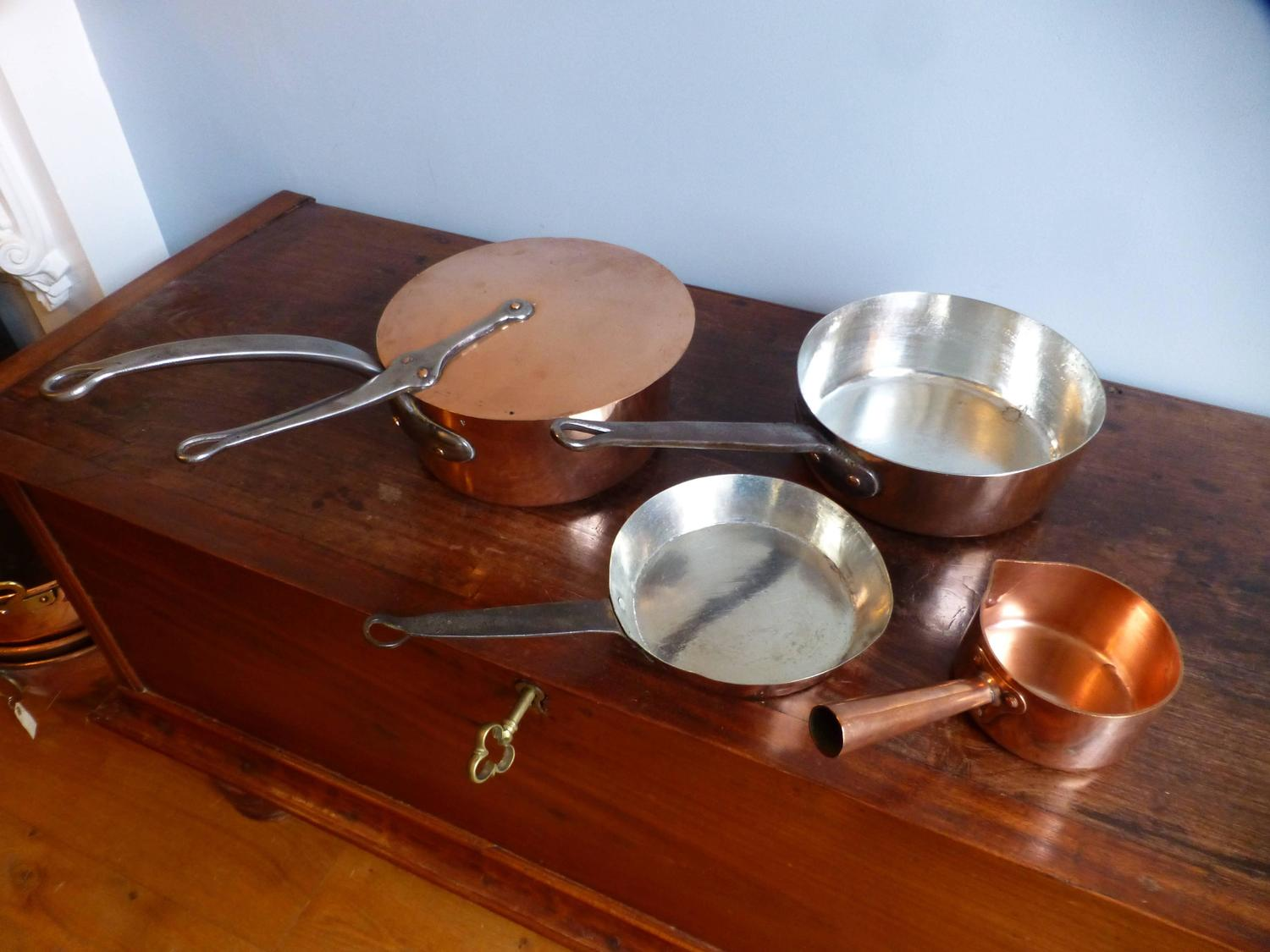 beautiful re tinned set of copper pans copper pots for sale at 1stdibs. Black Bedroom Furniture Sets. Home Design Ideas