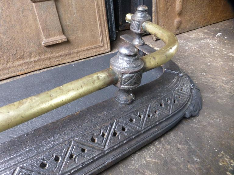 19th Century English Fireplace Fender For Sale 2