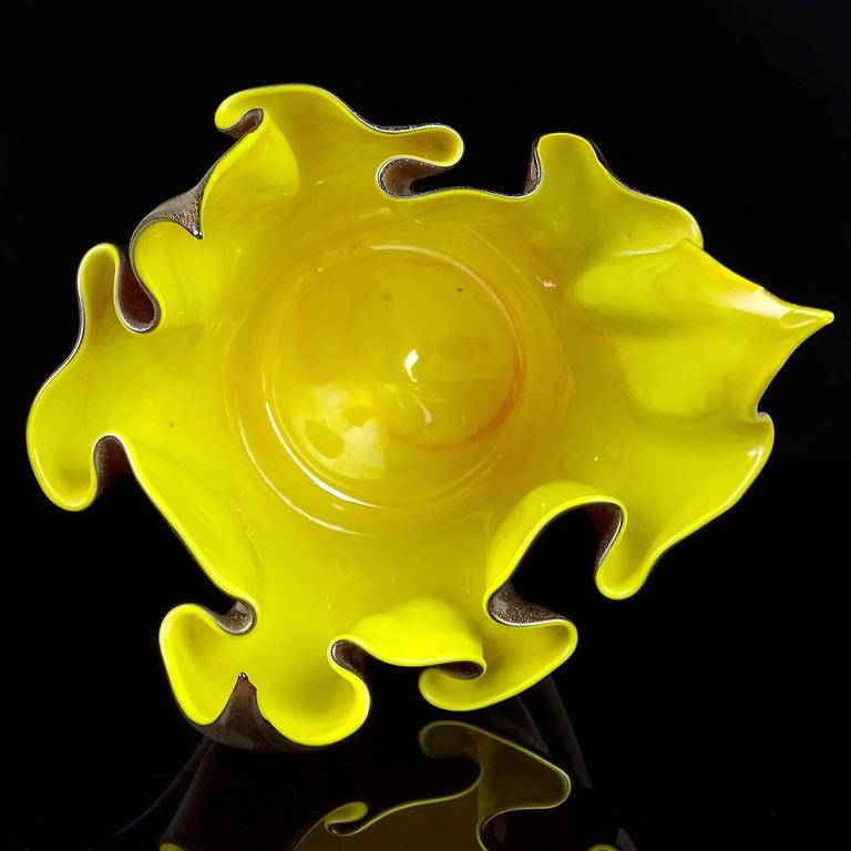Seguso Vetri d'Arte Murano Black Gold Iridescent Italian Art Glass Vase In Good Condition For Sale In Kissimmee, FL