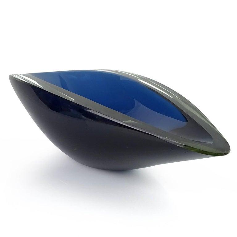 Mid-Century Modern Kaj Franck Nuutajärvi Notsjo Scandinavian Sommerso Blue Art Glass Bowl For Sale