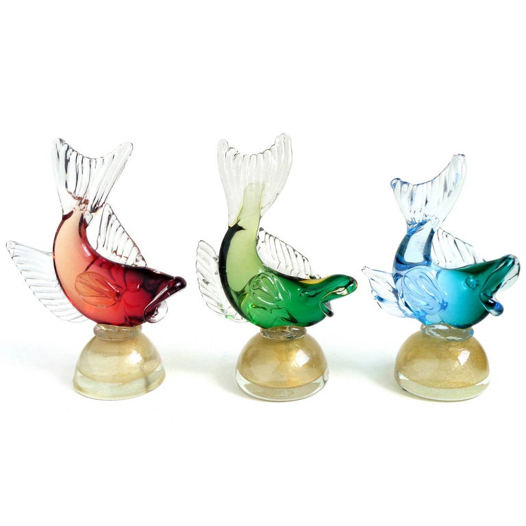 Alfredo Barbini Murano Blue Red Green Sommerso Italian Art Glass Fish Sculptures In Good Condition In Kissimmee, FL