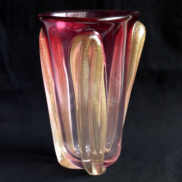Seguso Murano Red to Pink Sommerso Gold Flecks Italian Art Glass Flower Vase In Excellent Condition For Sale In Kissimmee, FL