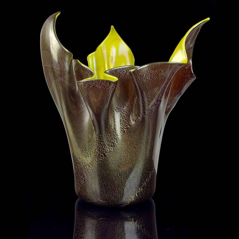Mid-Century Modern Seguso Vetri d'Arte Murano Black Gold Iridescent Italian Art Glass Vase For Sale