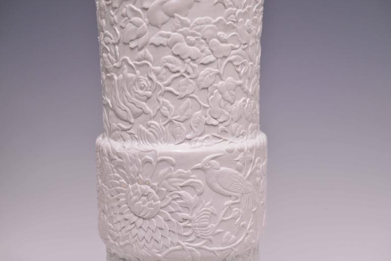 Pair of Fine Carved White Porcelain Lamps In Good Condition For Sale In New York, NY