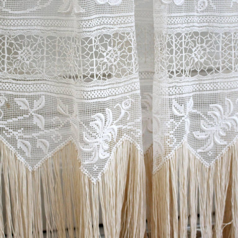 Large Pair of Ornate Antique Hand Made Ivory French Lace Curtains In Good Condition For Sale In Kent, GB