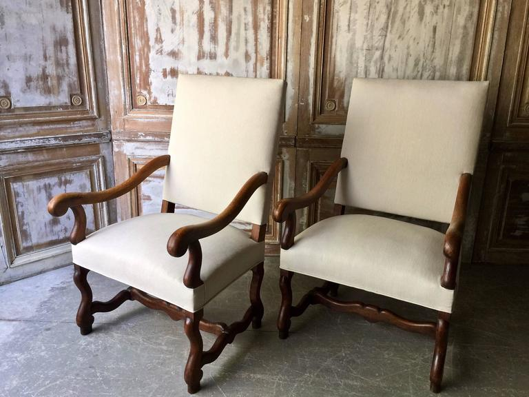 Pair of French Louis XIV Style Armchair In Excellent Condition For Sale In Charleston, SC