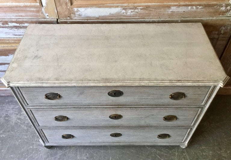 Swedish Gustavian Chest of Drawers with Reeded Front 3