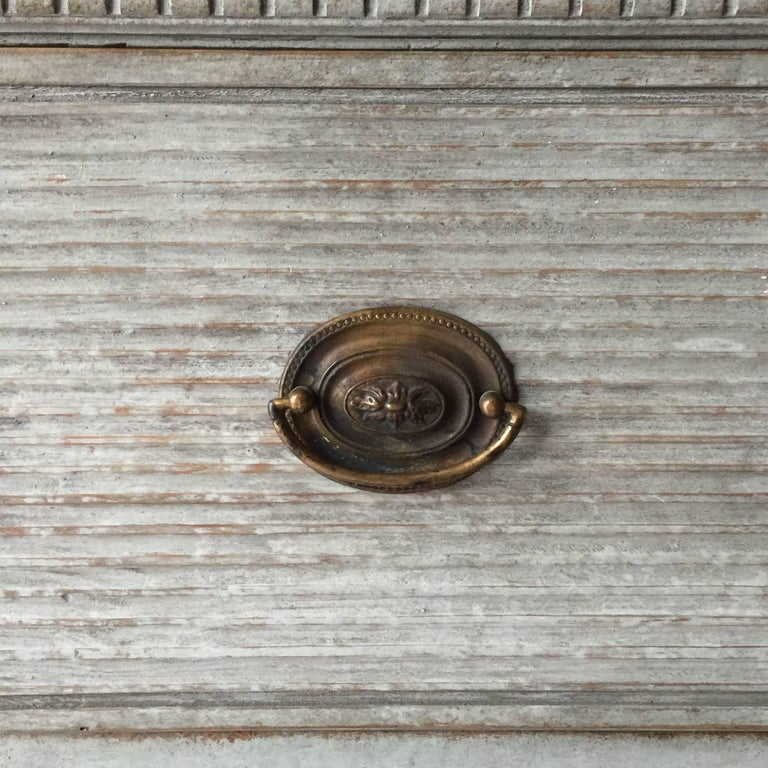 Swedish Gustavian Chest of Drawers with Reeded Front For Sale 1