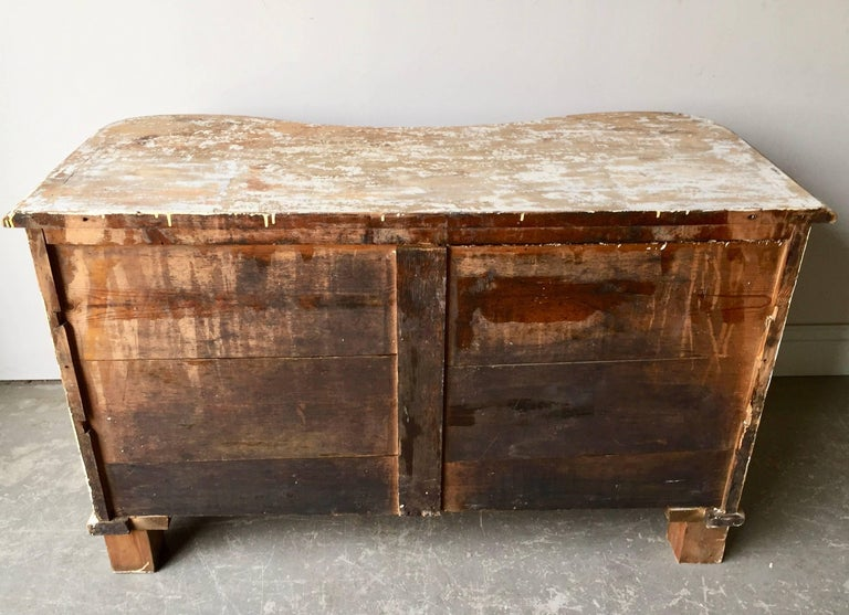 18th Century Serpentine Front Chest of Drawers 10