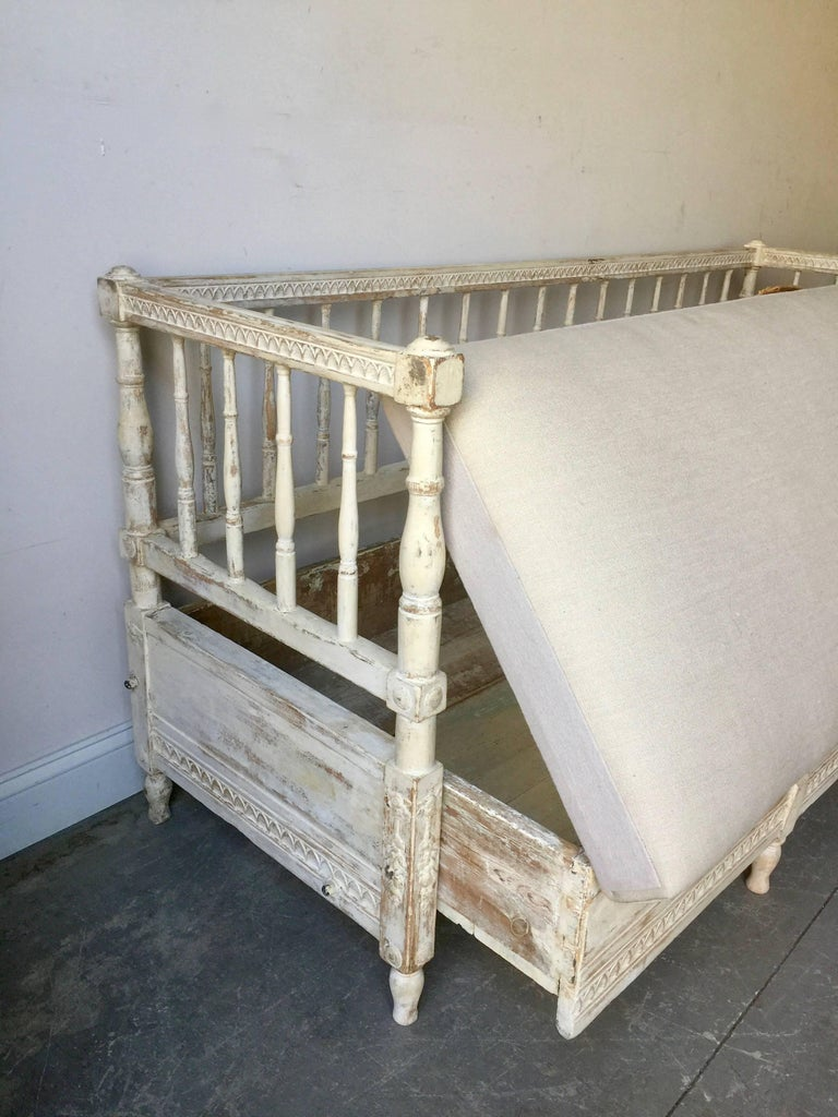 Hand-Carved 19th Ccentury Gustavian Sofa Bed For Sale
