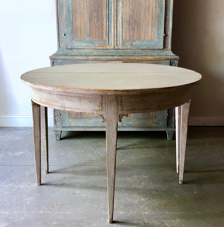 Early 19th Century Swedish Period Gustavian Extending Table In Good Condition For Sale In Charleston, SC