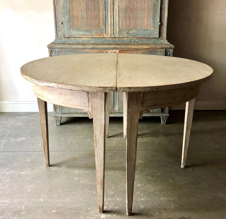 Hand-Carved Early 19th Century Swedish Period Gustavian Extending Table For Sale