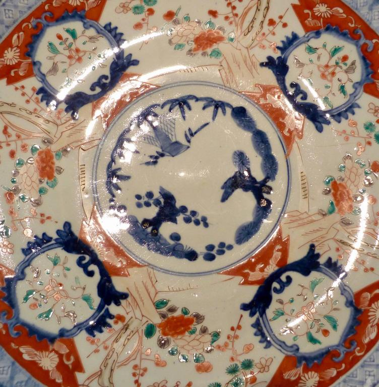 A large polychrome Japanese Imari charger, 18th-19th century.