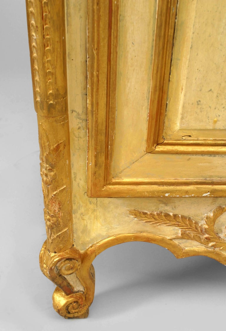 Late 18th or Early 19th Century Italian Gilt-Trimmed Commode In Good Condition For Sale In New York, NY