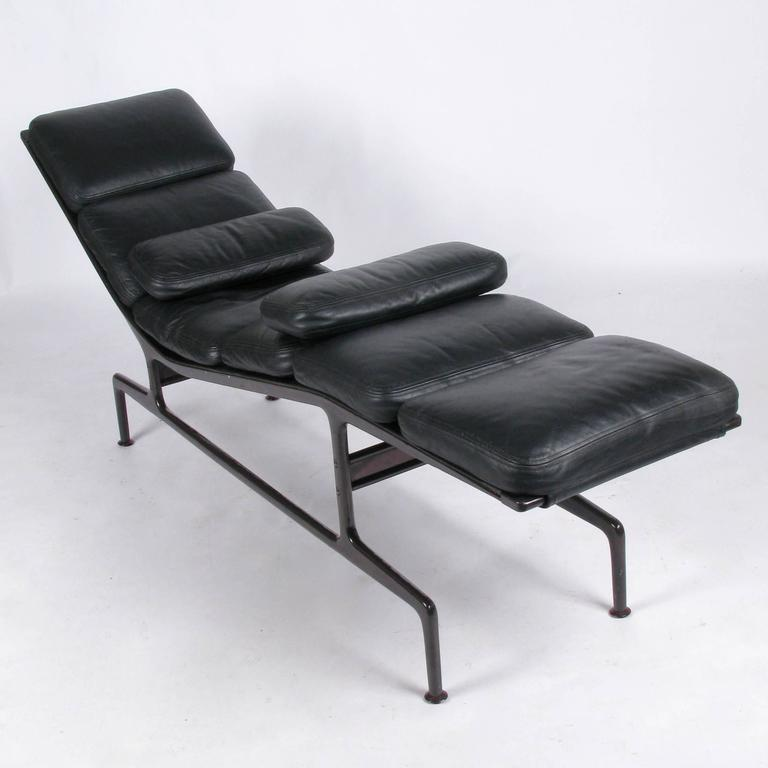 Billy wilder chaise by ray and charles eames at 1stdibs for Chaise style charles eames