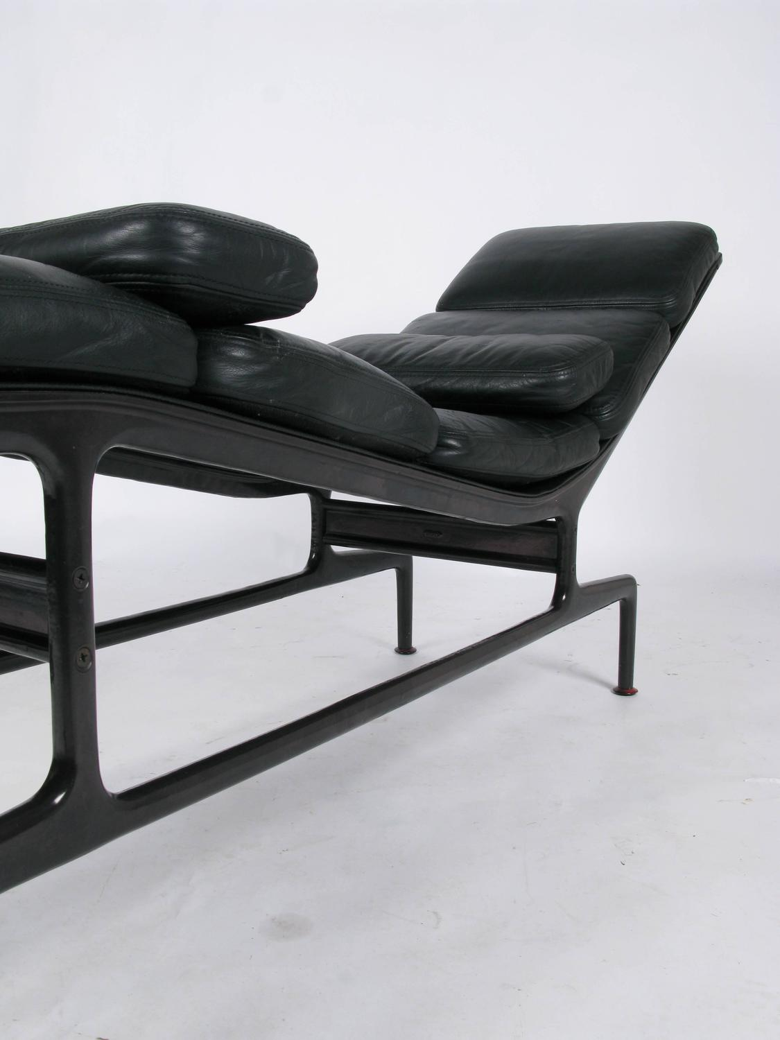 Billy wilder chaise by ray and charles eames for sale at for Chaise style charles eames
