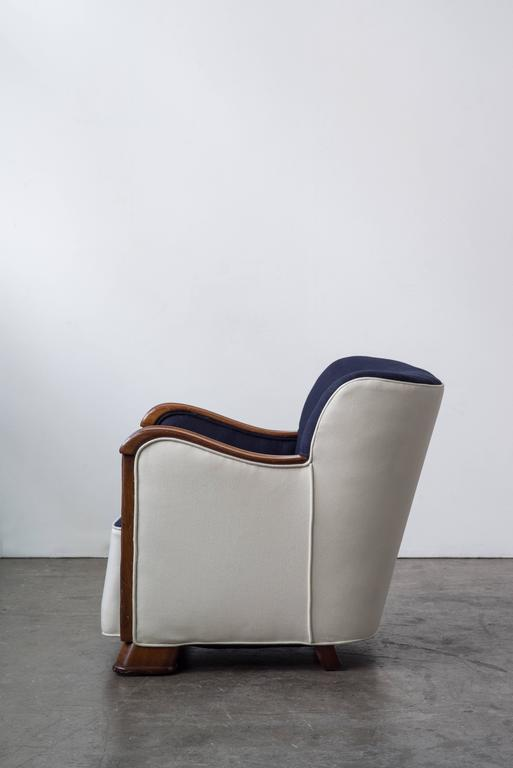 Two-Tone Easy Chair with Mahogany Frame 2