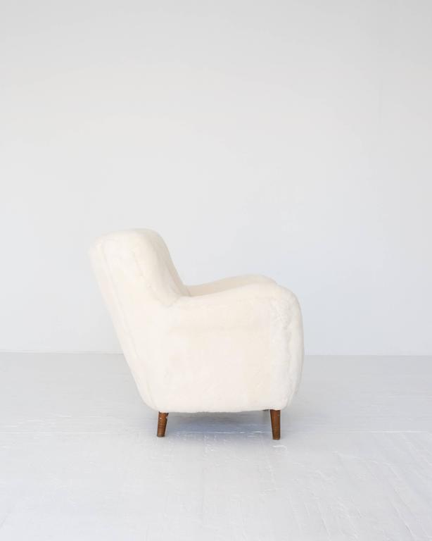 Scandinavian Modern Model 1669 White Sheepskin Fritz Hansen Easy Chair For Sale