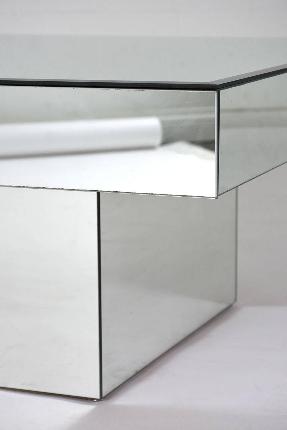 Modern Style Mirrored Coffee Table For Sale 1