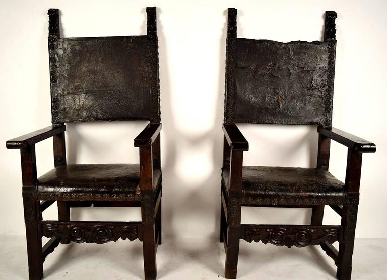 Pair of 1750s throne chairs. Walnut wood frame with its original dark  walnut finish. - Pair Of 18th Century Spanish Colonial Throne Chairs For Sale At