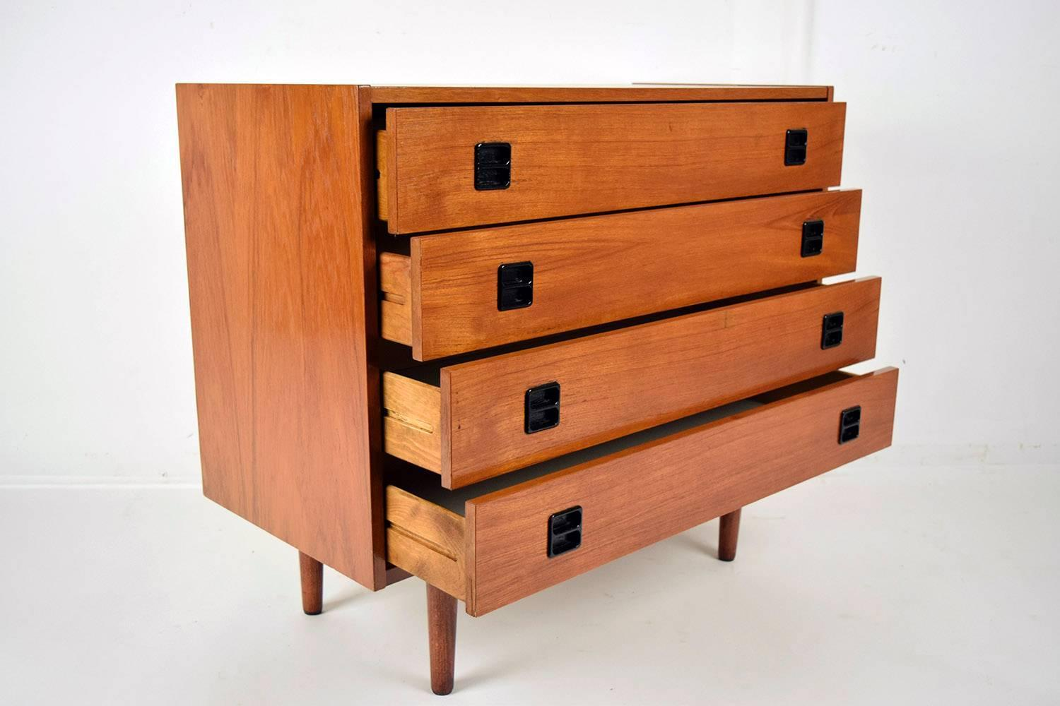 mid century modern danish four drawer chest of drawers for sale at 1stdibs. Black Bedroom Furniture Sets. Home Design Ideas