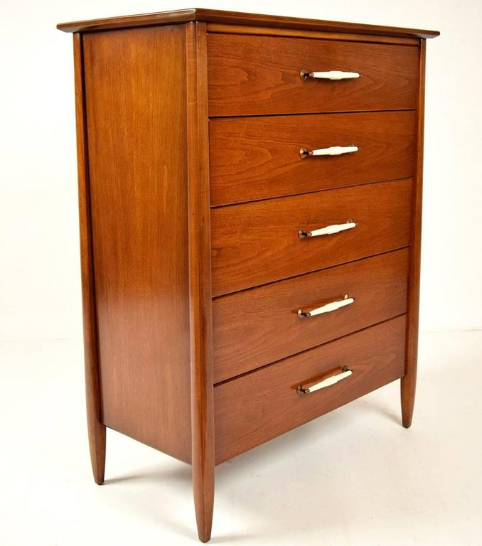 Mid century modern american of martinsville chest of for Mid century american furniture