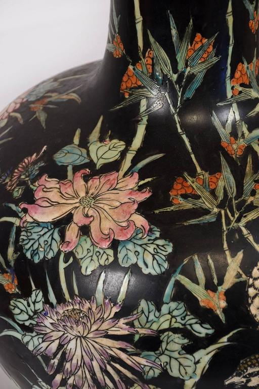 Large Oriental Porcelain Vase In Excellent Condition For Sale In Los Angeles, CA