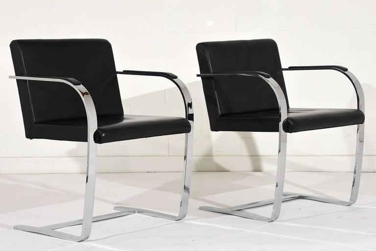 Pair of Mid-Century Modern Mies Van Der Rohe Flat Bar Brno Chairs In Excellent Condition For Sale In Los Angeles, CA