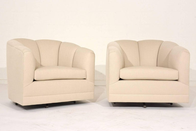 Pair of Mid-Century Swivel Lounge Chairs In Excellent Condition For Sale In Los Angeles, CA