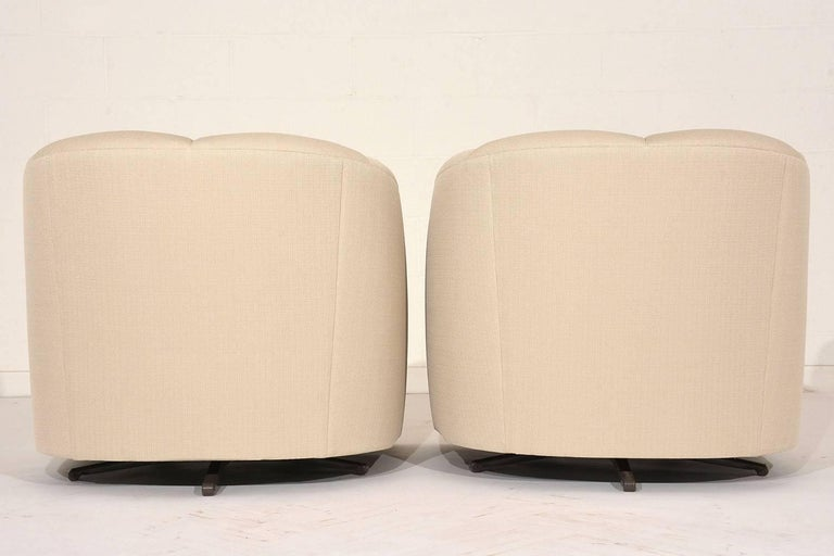 Metal Pair of Mid-Century Swivel Lounge Chairs For Sale