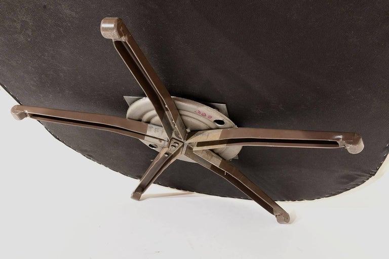 Pair of Mid-Century Swivel Lounge Chairs For Sale 2
