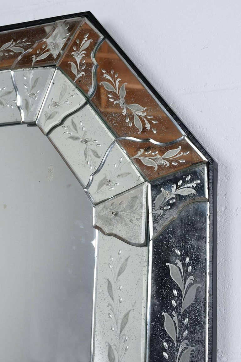 Octagonal Etched Venetian Mirror In Excellent Condition For Sale In Los Angeles, CA