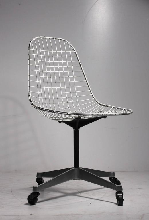 early charles eames pkc wire rolling task chair for herman miller at 1stdibs. Black Bedroom Furniture Sets. Home Design Ideas