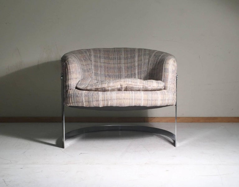 Mid-Century Modern Pair of Chrome U Form Barrel Back Club Chairs For Sale