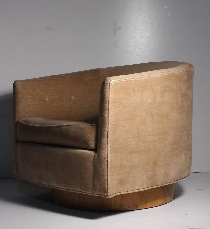 Milo baughman swivel barrel back tub club lounge chair at 1stdibs