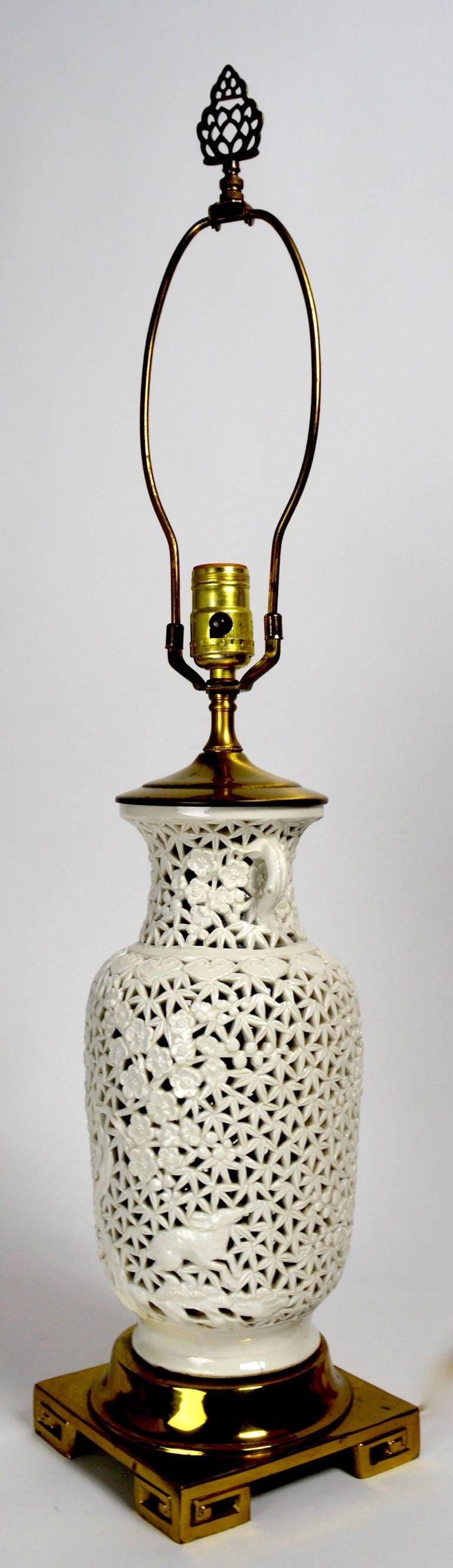 Reticulated blanc de chine table lamp in the chinese style for Table de chine