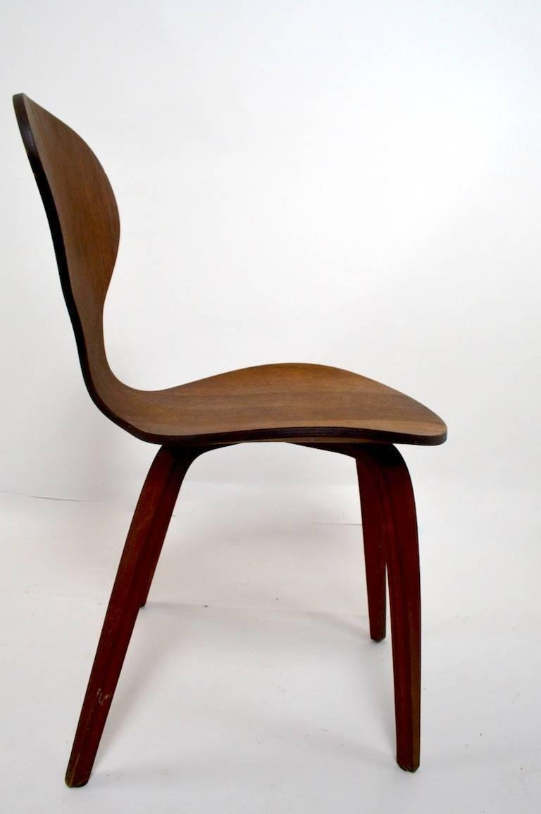 Side Chair by Cherner for Plycraft In Good Condition For Sale In New York, NY