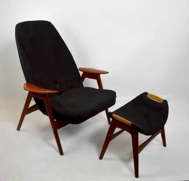 Great stylish Danish modern ottoman, footrest or stool. Black tweed upholstery, wicker wrap handles, teak frame. Excellent original condition, attributed to P.I. Langlos Fabrikker AS Norway for Westnofa. Chair pictured not included in lot, however